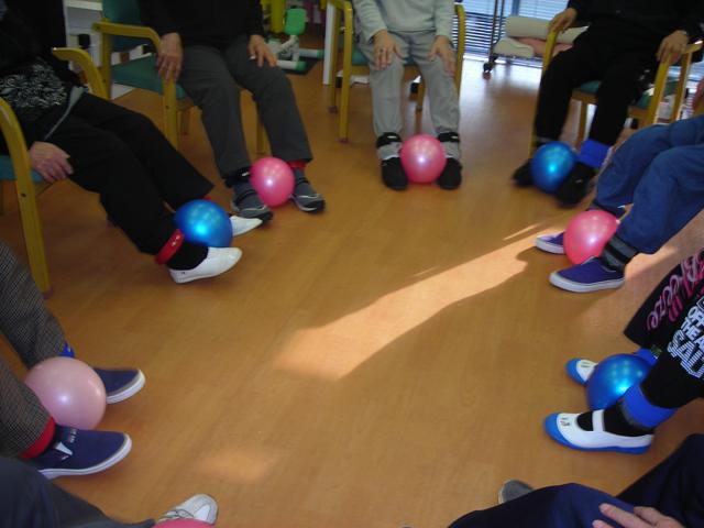 ボールを使った下半身の筋力強化運動