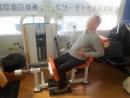 身体を前・後にイッチニー!イッチニー!腰痛予防・姿勢改善に効果があります。